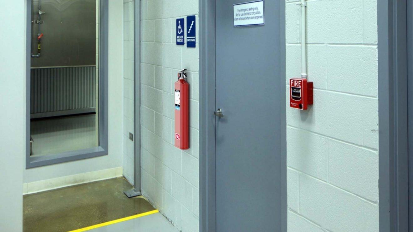 Extintores y Estaciones Manuales normas ADA